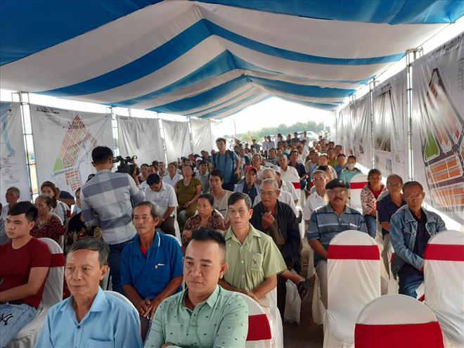 Thừa Thiên - Huế: Chủ tịch tỉnh cùng người dân đi xem nơi ở mới - Ảnh 1.