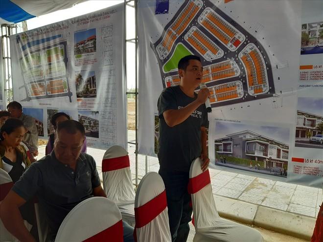 Thừa Thiên - Huế: Chủ tịch tỉnh cùng người dân đi xem nơi ở mới - Ảnh 2.