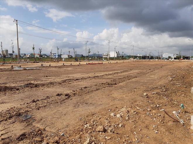 Thừa Thiên - Huế: Chủ tịch tỉnh cùng người dân đi xem nơi ở mới - Ảnh 3.