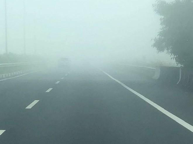 Sương mù dày đặc xuất hiện trên cao tốc TP.HCM - Long Thành - Dầu Giây - Ảnh 5.