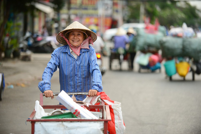 Những người phụ nữ nhặt ve chai ở Sài Gòn nuôi con đậu đại học - Ảnh 5.