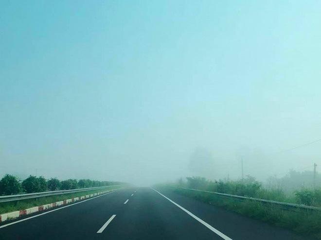 Sương mù dày đặc xuất hiện trên cao tốc TP.HCM - Long Thành - Dầu Giây - Ảnh 6.