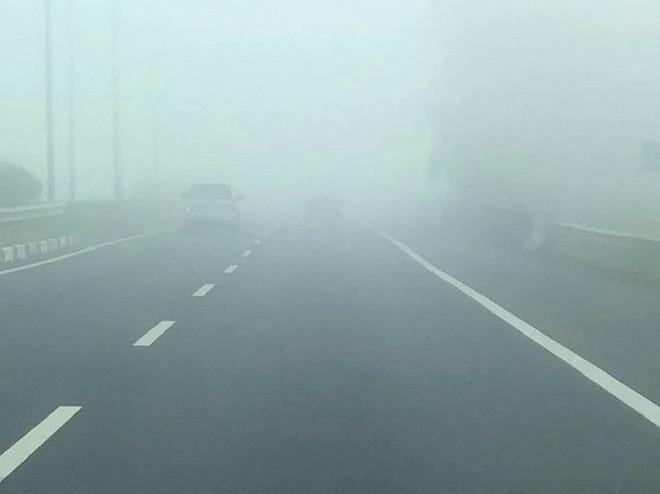Sương mù dày đặc xuất hiện trên cao tốc TP.HCM - Long Thành - Dầu Giây - Ảnh 7.
