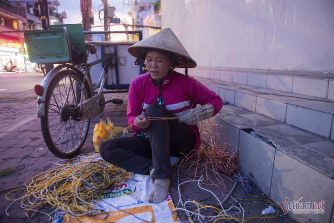 Những người phụ nữ nhặt ve chai ở Sài Gòn nuôi con đậu đại học - Ảnh 7.