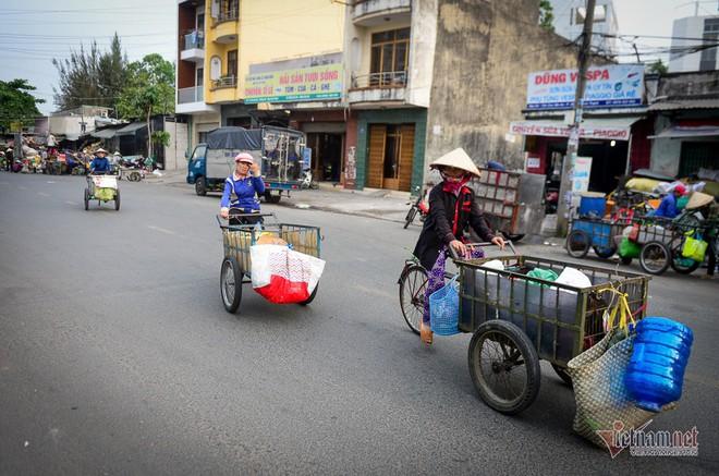 Những người phụ nữ nhặt ve chai ở Sài Gòn nuôi con đậu đại học - Ảnh 8.