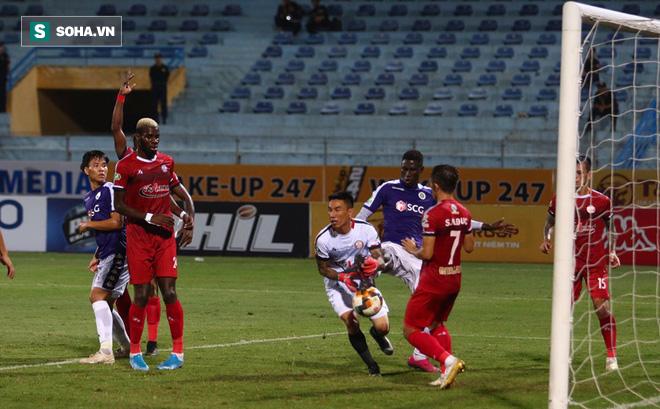Sau pha tranh cãi làm đối thủ suýt bỏ đá, Hà Nội FC mở ra cơ hội làm điều chưa từng có