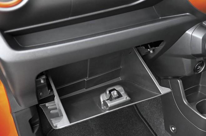 Hình ảnh thực tế bên trong chiếc ô tô siêu rẻ, giá chỉ 120 triệu đồng - Ảnh 2.