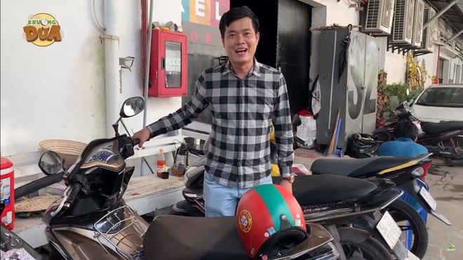 Phó GĐ Điền Quân phải đi xe máy cũ, thủng yên, trái ngược một trời một vực với Trấn Thành, Ngô Kiến Huy  - Ảnh 8.