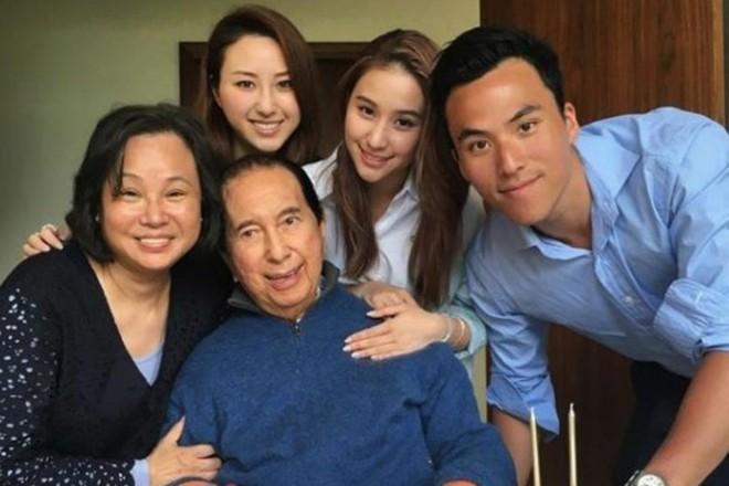 Siêu mẫu nội y được vua sòng bạc Macau thưởng 300 tỷ đồng vì sinh con trai - Ảnh 2.