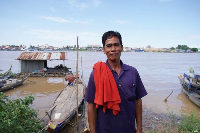 Campuchia: Xưa bắt cá bằng tay, nay thả lưới lớn cả ngày chẳng có chi - Ảnh 1.