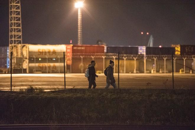 Những người ôm mộng đến Anh đổi đời và cuộc chơi mèo vờn chuột hàng đêm với cảnh sát Bỉ: Túi cạn tiền, thấy chết vẫn không sợ - ảnh 6