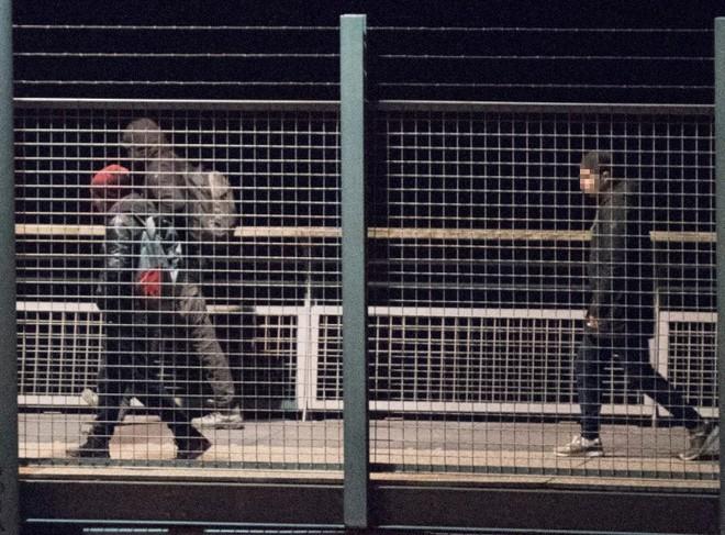 Những người ôm mộng đến Anh đổi đời và cuộc chơi mèo vờn chuột hàng đêm với cảnh sát Bỉ: Túi cạn tiền, thấy chết vẫn không sợ - ảnh 7