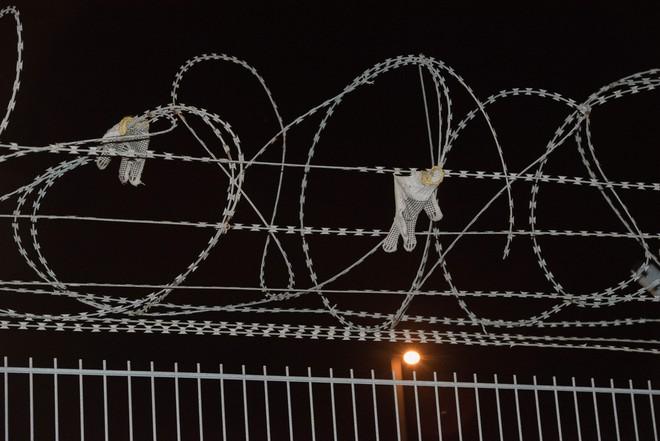 Những người ôm mộng đến Anh đổi đời và cuộc chơi mèo vờn chuột hàng đêm với cảnh sát Bỉ: Túi cạn tiền, thấy chết vẫn không sợ - ảnh 9