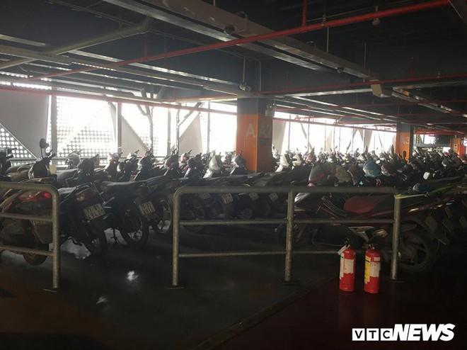 Ảnh: Hàng trăm xe máy bị bỏ rơi, thành cục nợ ở sân bay Tân Sơn Nhất - Ảnh 6.