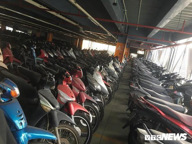 Ảnh: Hàng trăm xe máy bị bỏ rơi, thành cục nợ ở sân bay Tân Sơn Nhất - Ảnh 8.