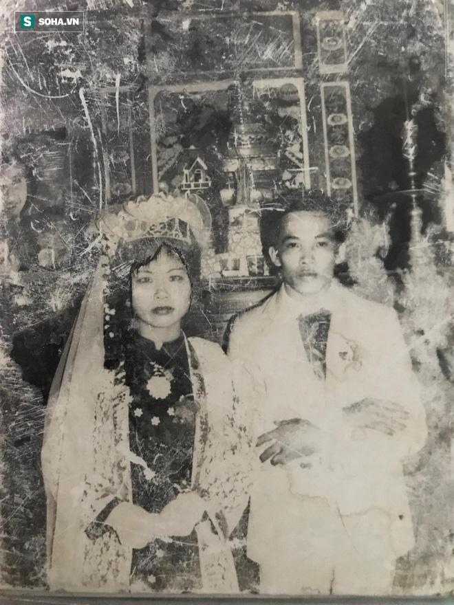 Nhờ miễn tiền tàu, thanh niên tán được bà chị và bộ váy cưới đắt đỏ nhất làng cách đây 33 năm - Ảnh 1.