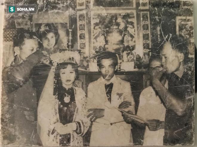 Nhờ miễn tiền tàu, thanh niên tán được bà chị và bộ váy cưới đắt đỏ nhất làng cách đây 33 năm - Ảnh 3.