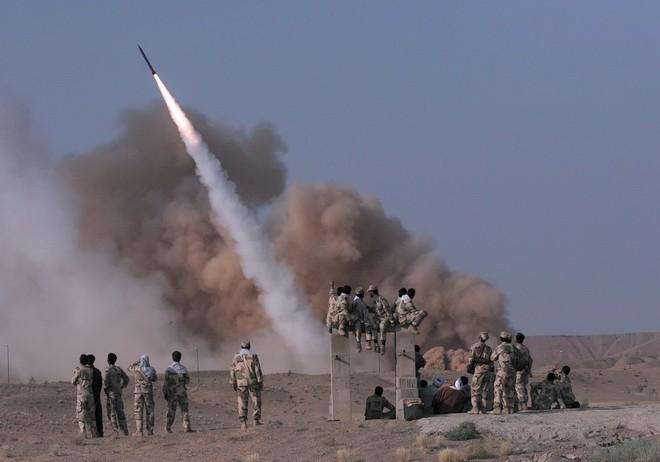 Căn cứ quân sự Mỹ bị tấn công tên lửa - Lầu Năm Góc đe dọa đánh cả Nga nếu dám tiếp cận các mỏ dầu ở Syria - Ảnh 2.