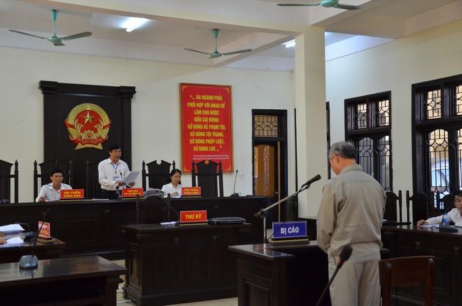 Phạt 8 năm tù cựu Hiệu trưởng Đinh Bằng My dâm ô hàng loạt nam sinh ở Phú Thọ - Ảnh 2.