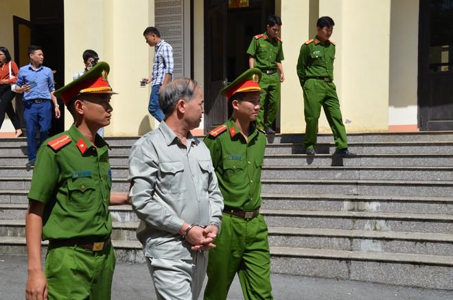 Phạt 8 năm tù cựu Hiệu trưởng Đinh Bằng My dâm ô hàng loạt nam sinh ở Phú Thọ - Ảnh 4.