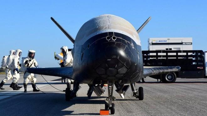 Mỹ hạ cánh tàu quỹ đạo bí ẩn sau 780 ngày trên không gian - Ảnh 2.