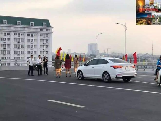 Người dân vô tư đỗ xe check in trên cây cầu hiện đại nhất Hải Phòng - Ảnh 6.
