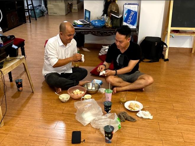 NSND Hồng Vân ngồi gãy cả ghế khi đang nói chuyện khiến Minh Nhí, Thúy Nga cười nghiêng ngả - Ảnh 9.