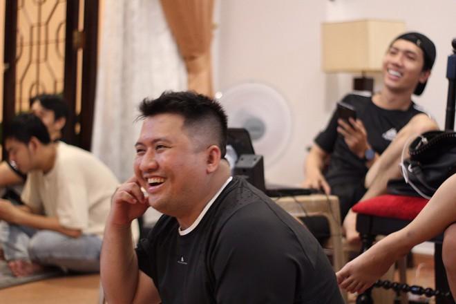 NSND Hồng Vân ngồi gãy cả ghế khi đang nói chuyện khiến Minh Nhí, Thúy Nga cười nghiêng ngả - Ảnh 6.