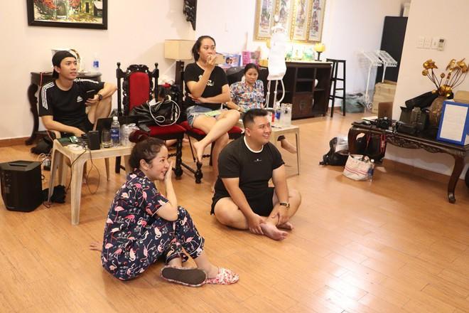 NSND Hồng Vân ngồi gãy cả ghế khi đang nói chuyện khiến Minh Nhí, Thúy Nga cười nghiêng ngả - Ảnh 7.