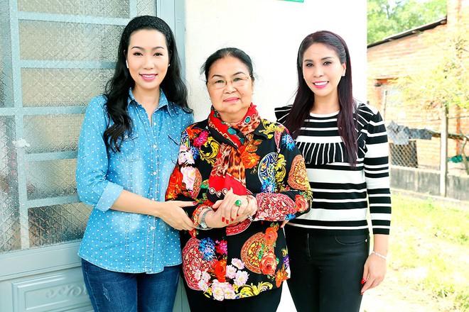 Trịnh Kim Chi trao nhà tình thương cho cô bé bị liệt 2 chân, sống ở chuồng bò - Ảnh 5.