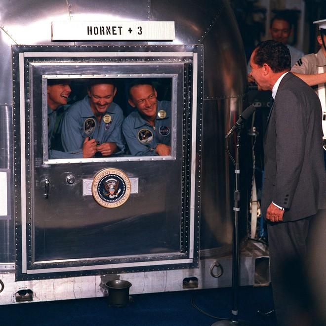 6 năm sau ngày bị ám sát, người ta thấy mẩu giấy trên mộ Tổng thống Mỹ Kennedy: Bên trong viết gì? - ảnh 9