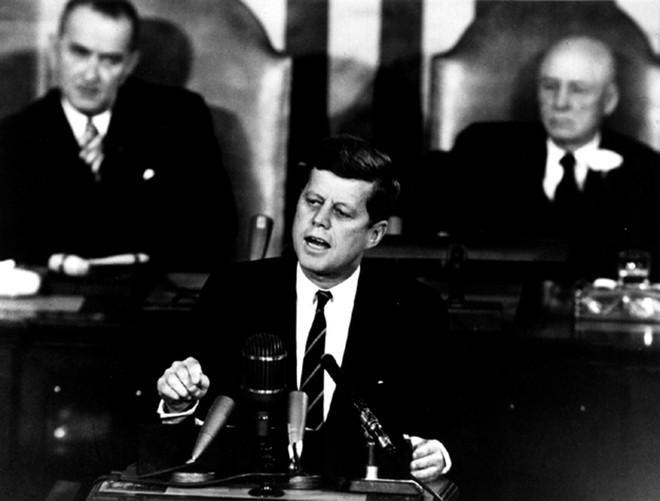 6 năm sau ngày bị ám sát, người ta thấy mẩu giấy trên mộ Tổng thống Mỹ Kennedy: Bên trong viết gì? - ảnh 5