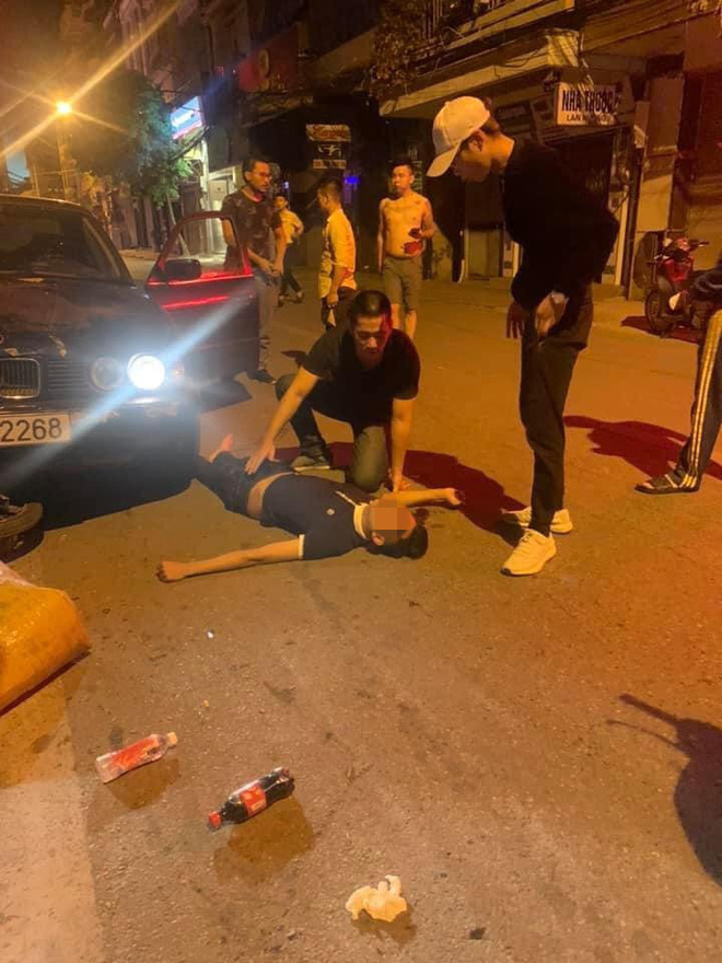 Xe BMW đâm liên hoàn trên phố Hà Nội: Các phương tiện nằm la liệt, tài xế ôm mặt thất thần - Ảnh 2.