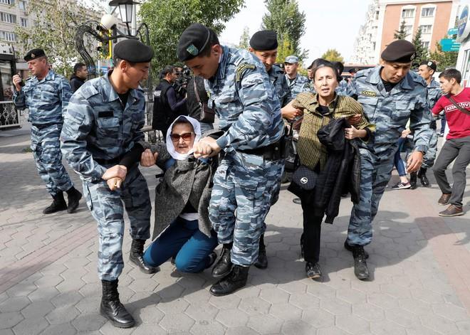 Chuyên gia Nga lo sợ: Quân đội Trung Quốc quá mạnh, Trung Á bị nuốt chửng, Moscow bất lực - ảnh 4