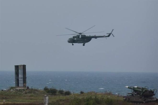 Ukraine bất ngờ khai hỏa S-300 dữ dội sát bán đảo Crimea - ảnh 15