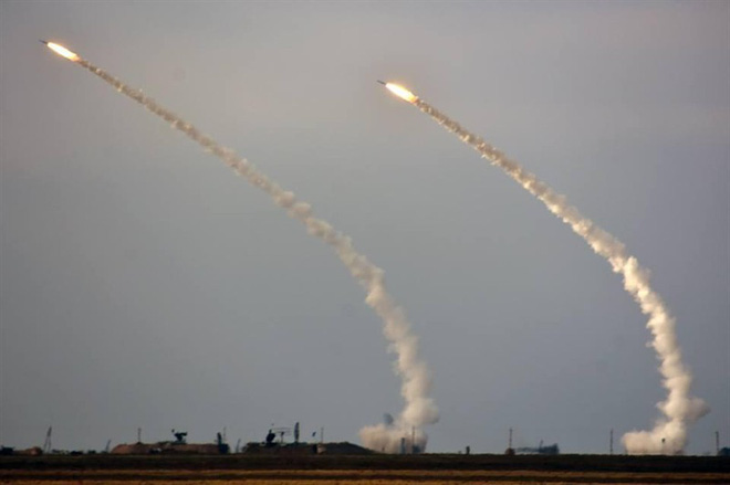 Ukraine bất ngờ khai hỏa S-300 dữ dội sát bán đảo Crimea - ảnh 2