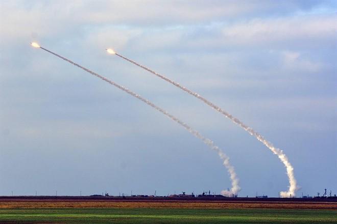 Ukraine bất ngờ khai hỏa S-300 dữ dội sát bán đảo Crimea - ảnh 3