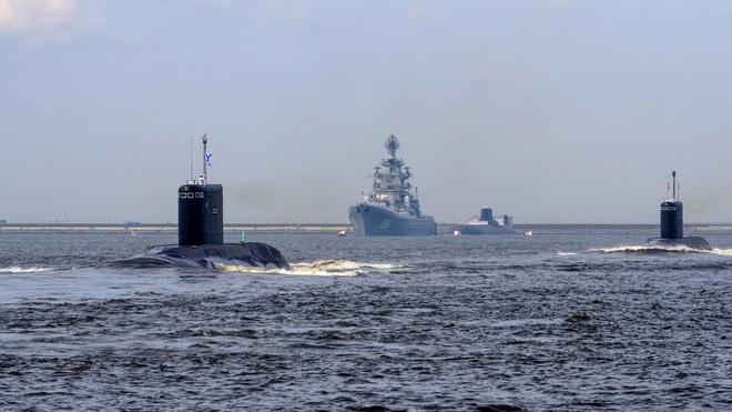 10 tàu ngầm tối tân Nga áp sát bờ biển Mỹ, 6 TSB Mỹ nằm yên ở cảng: Chưa từng có tiền lệ! - Ảnh 1.