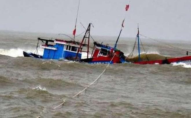 Tàu số hiệu 999 chìm trên biển: Cứu được 2 người, 10 thuyền viên đang mất tích