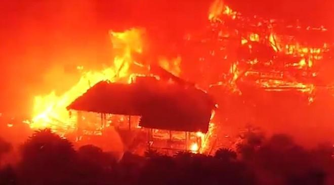 [ẢNH, VIDEO] Toàn bộ di tích 600 tuổi bị biển lửa kinh hoàng nuốt chửng, người dân Nhật choáng váng và đau xót - ảnh 4