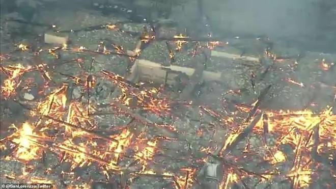 [ẢNH, VIDEO] Toàn bộ di tích 600 tuổi bị biển lửa kinh hoàng nuốt chửng, người dân Nhật choáng váng và đau xót - ảnh 13