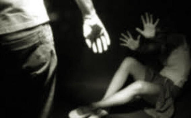 Bé gái 8 tuổi bán vé số nghi bị xâm hại, cướp tài sản