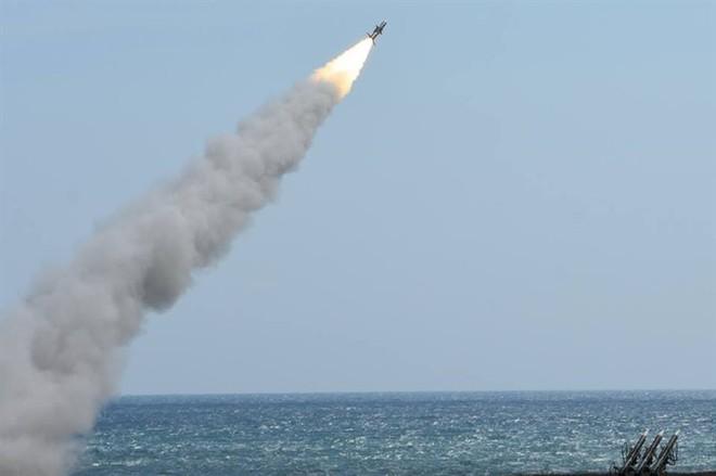 Dùng 3 ngón tay thần chết đe dọa Nga, liệu Ukraine có quá liều lĩnh? - ảnh 2