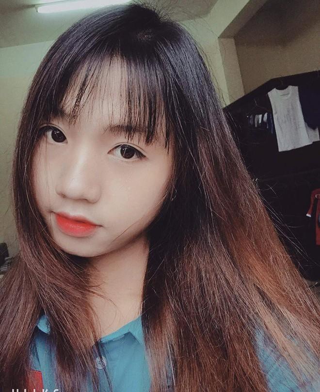 Cư dân mạng phát sốt với nữ cầu thủ hot girl của đội tuyển U19 Việt Nam, đã xinh lại còn đá bóng giỏi - Ảnh 10.