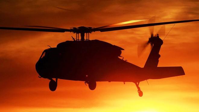 Trực thăng Diều hâu đen chở đặc nhiệm Mỹ tiêu diệt trùm khủng bố IS - ảnh 6