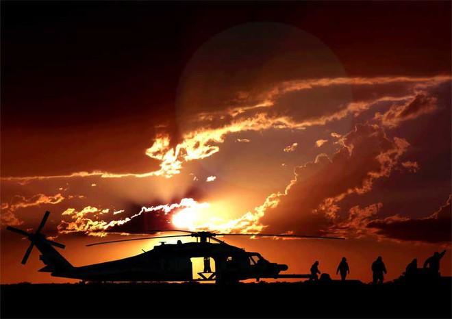 Trực thăng Diều hâu đen chở đặc nhiệm Mỹ tiêu diệt trùm khủng bố IS - ảnh 9