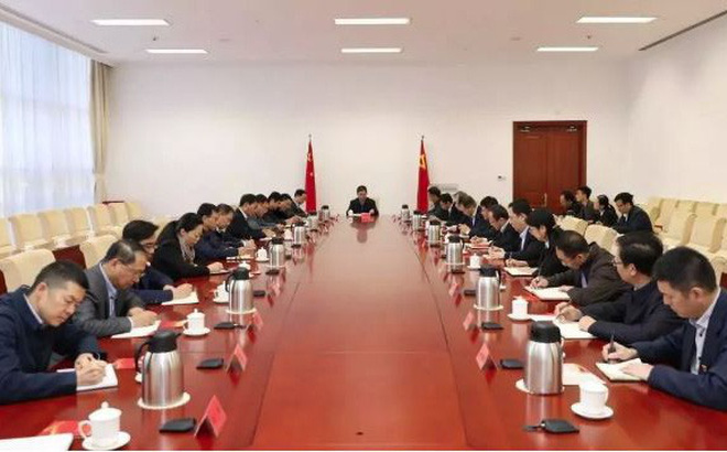Trung Quốc: Ngủ gật trong cuộc họp, lãnh đạo doanh nghiệp được yêu cầu đứng tại chỗ kiểm điểm
