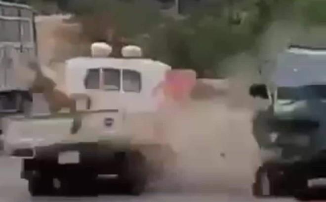 """Kẻ ngáo đá lái xe tông thẳng tổ CSGT bị xử lý tội """"giết người"""""""