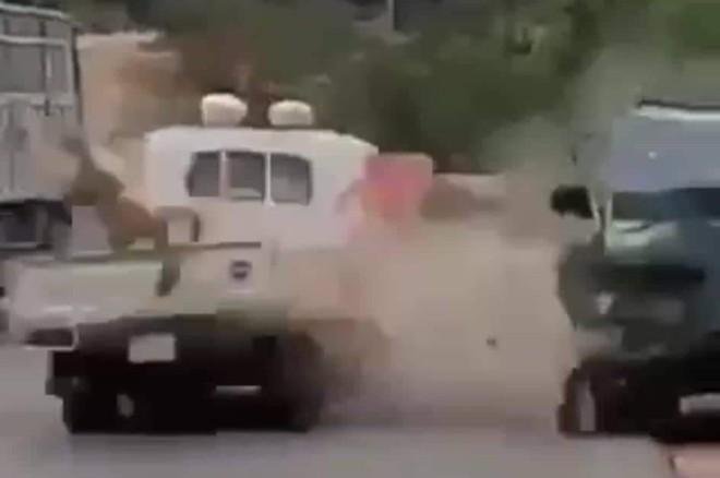 Kẻ ngáo đá lái xe tông thẳng tổ CSGT bị xử lý tội giết người - Ảnh 2.