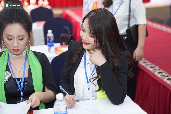 Lọt vào mắt xanh của nhiếp ảnh gia khi đang chấm thi, cô gái Nghệ An tiết lộ kiếm 100 triệu/tháng và những điều dân mạng đoán sai - ảnh 2